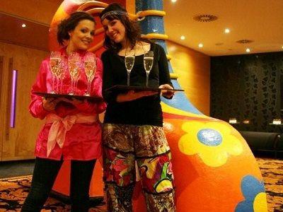 Flower Power Party - Hippie themafeest met live muziek, live dj, entertainment & decoratie - Liever live - Themafeest met zanger/gitarist en heerlijke woodstock sfeer