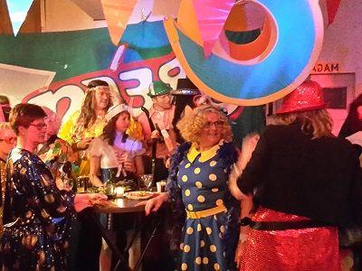 Goed Fout Feest -  Themafeesten met live muziek (zanger/gitarist) & DJ, entertainment en decoratie - Liever Live - feestje