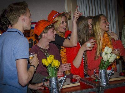 Heel Holland Feest - Hollandse avond, Feest met de Ik Hou van Holland Quiz - Live Muziek, Live Dj, entertainment - Liever Live - Nederpop, Hollandse klassiekers & meezingers & de beste hits van Nederlandse bodem zijn de rode draad van dit feest