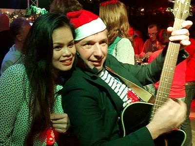Kerstfeest - bedrijfsfeest met live muziek, dj en entertainment - kerst op de zaak of een themafeest