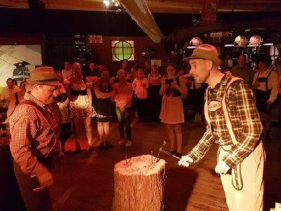 Oktoberfest - Tiroler themafeest met live muziek, dj, entertainment en decoratie - liever live - bierfeest met spijkerslaan