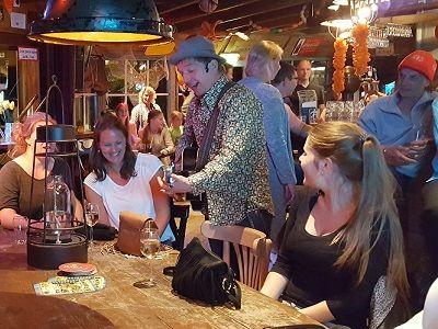 Pubquiz - Test je kennis met deze hilarische pubquiz - live muziek, live dj, live entertianment en heel veel quiz! - liever live - in het cafe, de kroeg, op het bedrijf of ergens anders? wij maken er een feest van!