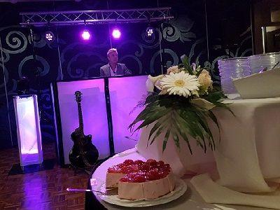 Receptie - Bedrijfsfeest of Bruiloft met live muziek, dj of een themafeest - feest op de zaak of een feestlocatie - liever live - Bruiloftreceptie