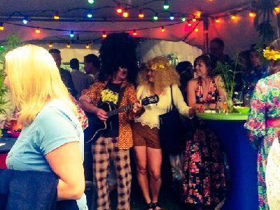 Seventies Nightfever - jaren 70 themafeest met live muziek, dj, entertainment & decoratie - liever live - 70's feest met muzikant