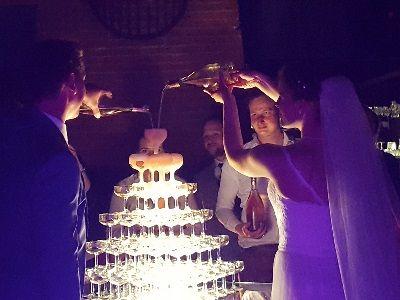 Bruiloftsfeest met Live Muziek & DJ - Uniek huwelijksfeest of live muziek tijdens de ceremonie- bruiloft met zanger & gitarist - Champagne schenken