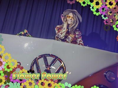 Volkswagen dj booth - drive-in show, dj met live muziek, themafeest of een ander feest ? liever live biedt compleet verzorgd entertainment met dj, live muziek, decoratie en professioneel geluid & licht