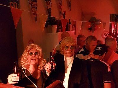 Verjaardagsfeest met live muziek & DJ - Jarig en zin in een feestje ? live zanger/gitarist en een dj op je verjaardagsfeest - wordt je 25 jaar, 30 jaar, 40 jaar, 50 jaar, 60 jaar of een andere mooie leeftijd, wij maken er graag een feest van! Lieverlive