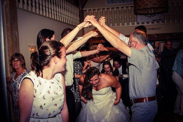 Bruiloftsfeest met Live Muziek & DJ - Uniek huwelijksfeest of live muziek tijdens de ceremonie? 100% feestgarantie tijdens jullie huwelijksfeest!  Kies jullie uitstraling voor een onvergelijk feest -  vraag een offerte aan